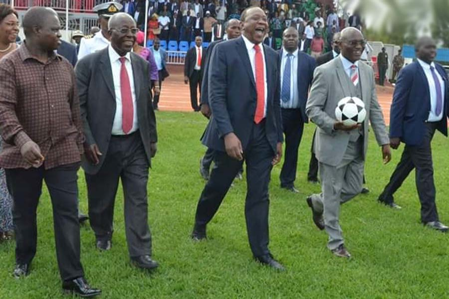President Uhuru Kenyatta, Governor Jaames Ongwae & Kisii Governor aspirants Joash Maangi and Sam Ongeri