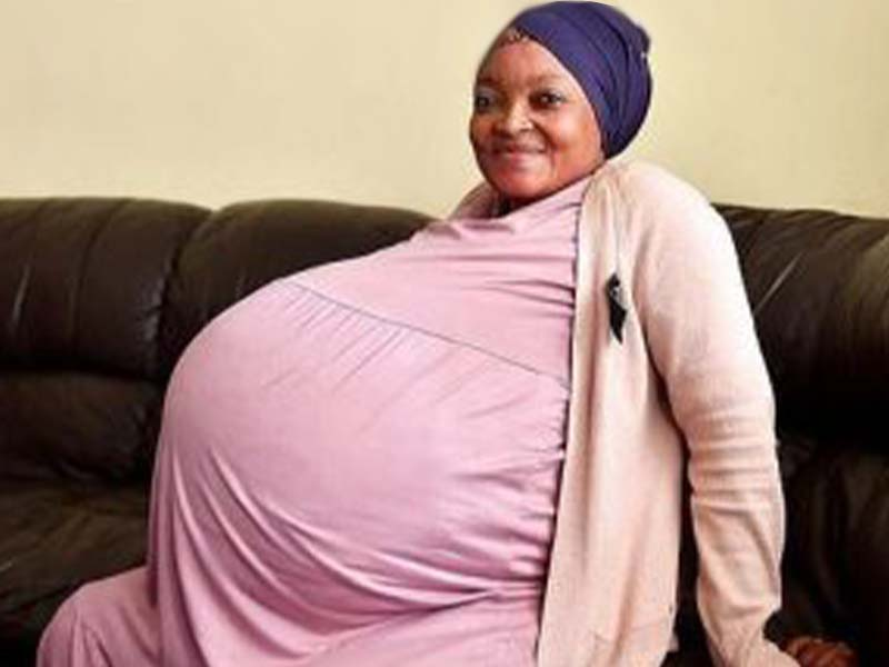 Gosiame Thamara Sithole biography, a 37 year old South African woman who gave birth to decuplets